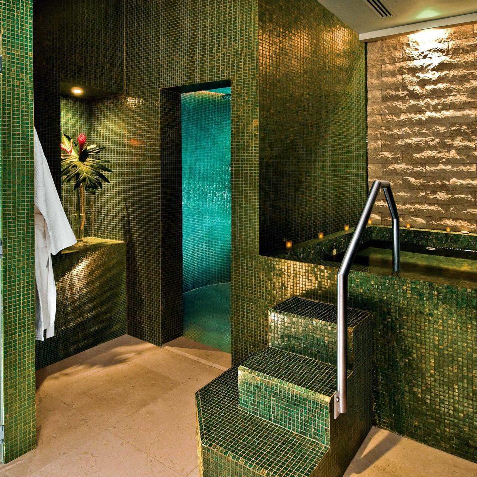 Bath Honeymoon Hot tub/Jacuzzi Luxury Resort green bathroom light swimming pool Lobby tiled
