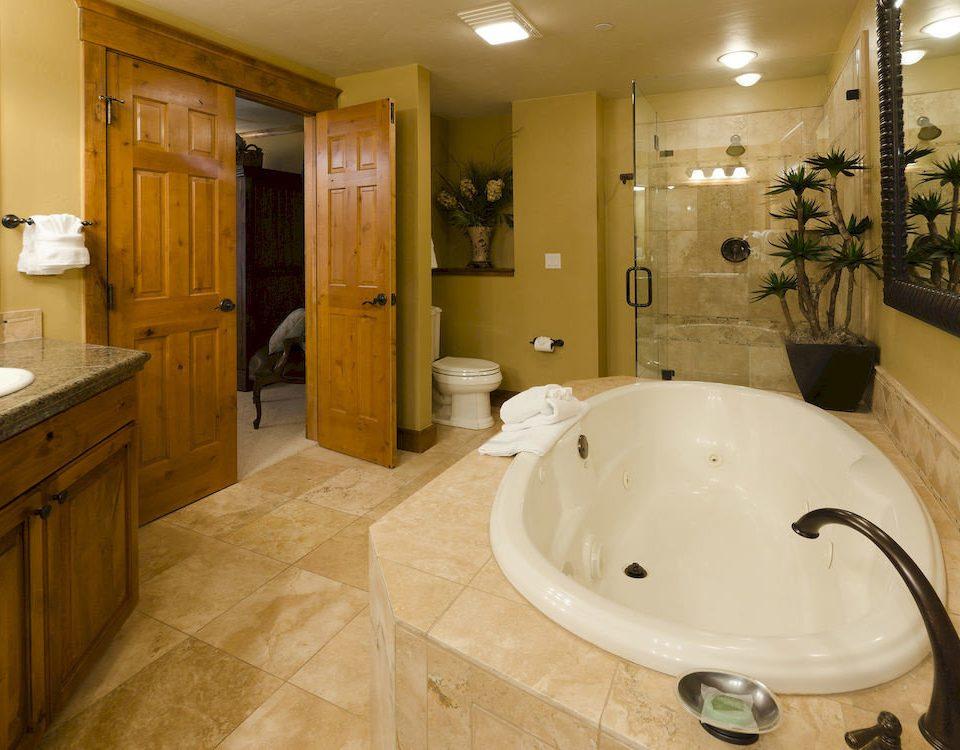 Bath Hot tub Hot tub/Jacuzzi Resort bathroom property sink home swimming pool flooring Suite tub bathtub tile tiled