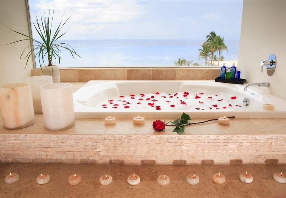 Bath Hot tub/Jacuzzi Modern Resort Waterfront swimming pool bathtub jacuzzi bed sheet