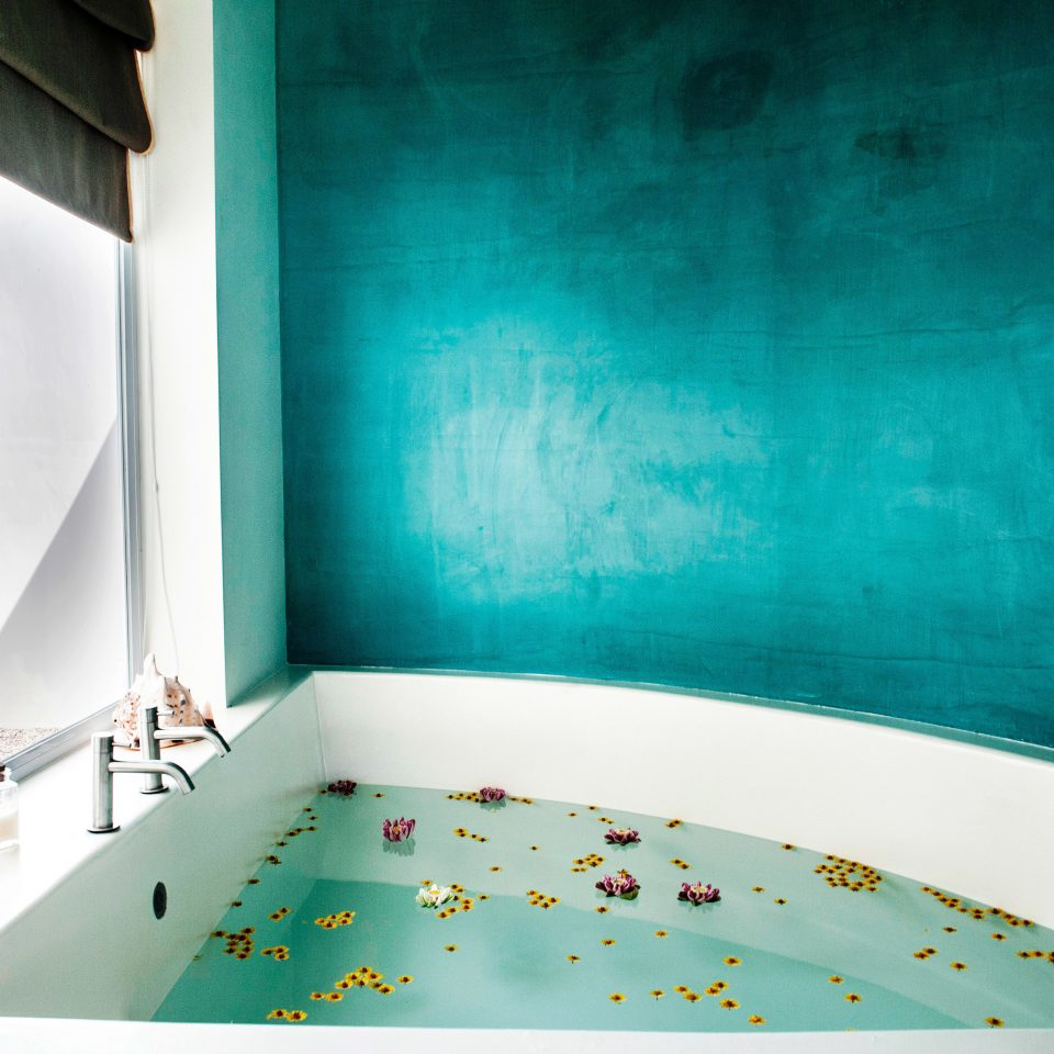 Bath Hot tub Luxury Resort Spa Wellness color blue green modern art brand mural tub