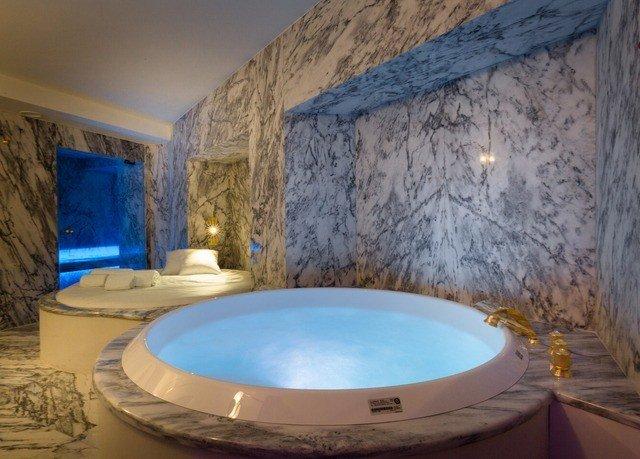 swimming pool property jacuzzi tub sink Villa bathtub Hot tub Bath stone tile