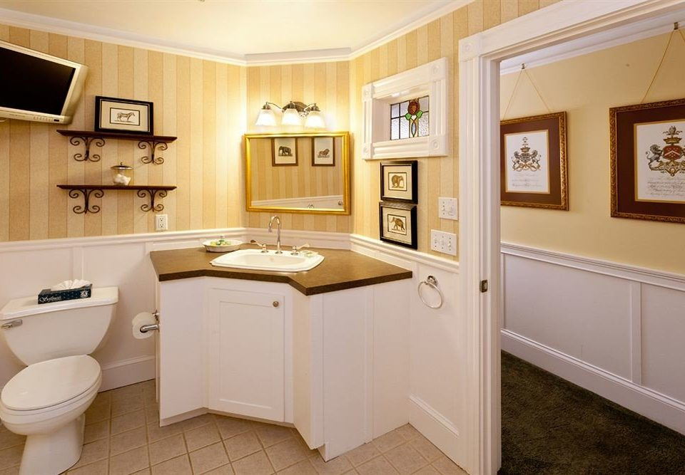 Bath Inn bathroom property home cabinetry sink hardwood cuisine classique Kitchen cottage flooring