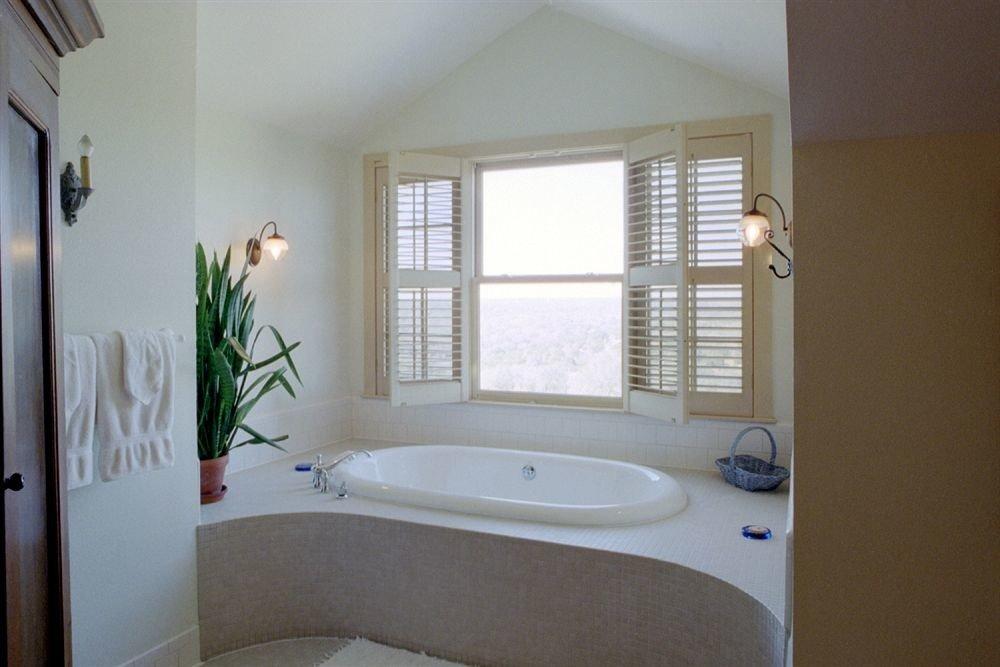 Bath Inn Rustic bathroom property home sink bathtub tub cottage
