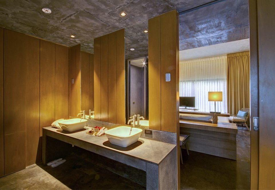 bathroom property sink house Suite home mansion cottage counter tub Bath Island