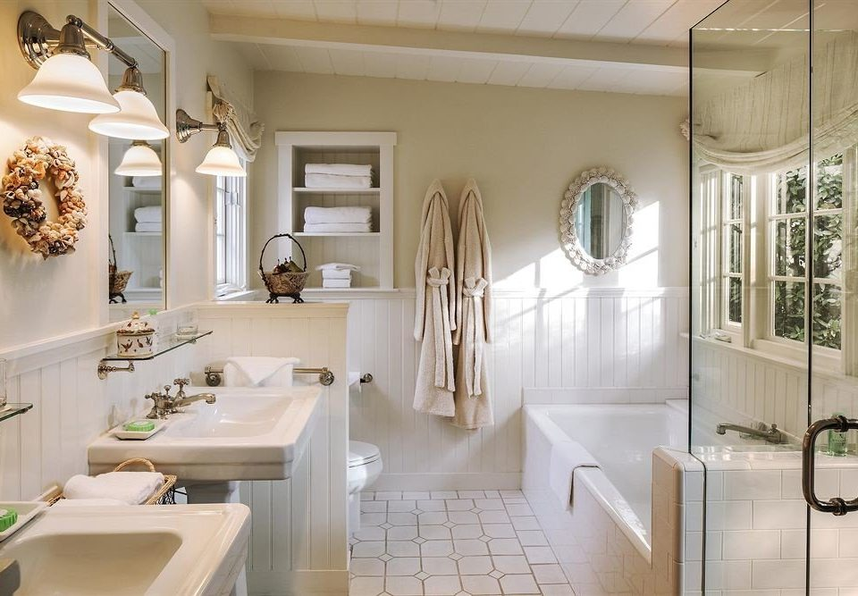 bathroom toilet property home cabinetry cuisine classique Kitchen sink flooring tub tile Bath tiled bathtub