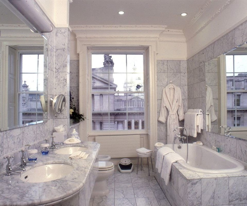 bathroom property sink home mansion Kitchen toilet countertop cottage tub living room tile Bath bathtub stone tiled