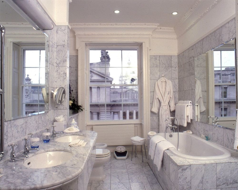bathroom property sink home mansion Kitchen toilet countertop cottage tub living room tile Bath bathtub stone tiled