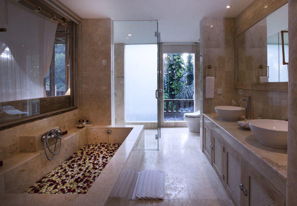 bathroom property house home countertop Kitchen mansion tub flooring cottage plumbing fixture stone Bath tile bathtub tiled