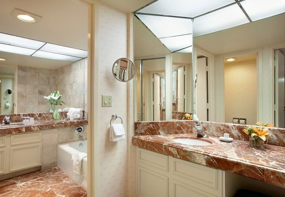 bathroom sink property counter Kitchen countertop home cabinetry cuisine classique vanity cottage long Bath tan