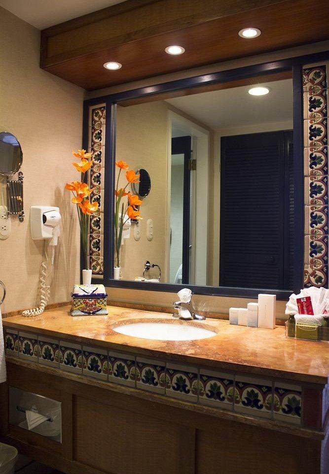 bathroom mirror sink property countertop cabinetry home counter vanity Kitchen clean Bath