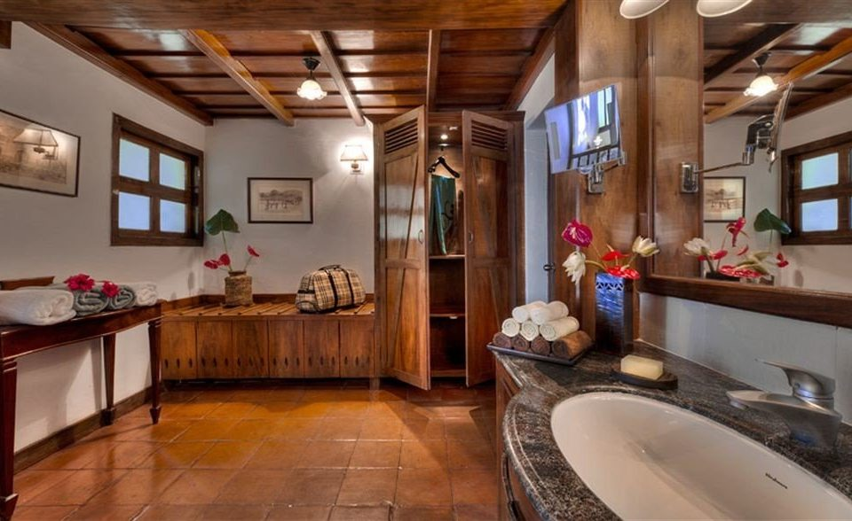 property home Kitchen cottage countertop mansion farmhouse tub Bath
