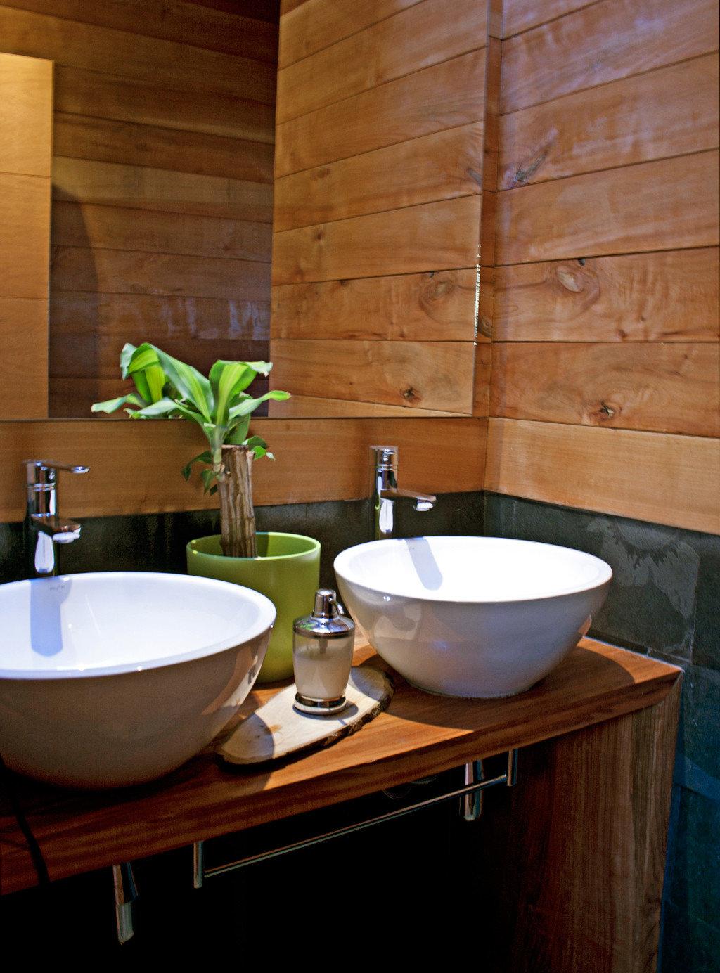 Bath Lodge Romantic Rustic bathroom sink plumbing fixture countertop home Kitchen bathtub plant tub