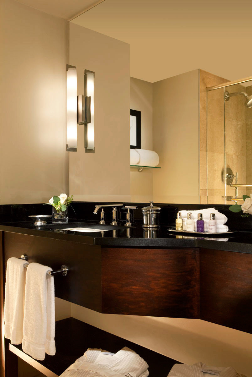 Bath Luxury bathroom mirror sink cabinetry home Kitchen countertop lighting towel vanity Suite Modern fancy