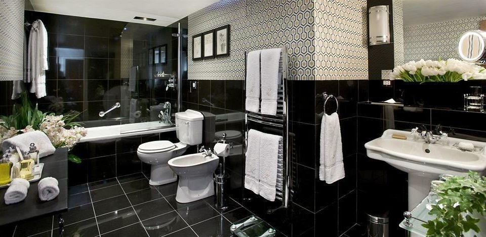 bathroom sink mirror property towel home black condominium Suite mansion flooring Kitchen cottage tile Bath tub Modern bathtub tiled