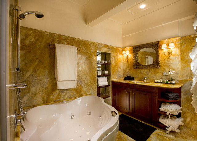 bathroom property home house Kitchen cottage Suite tub Bath bathtub