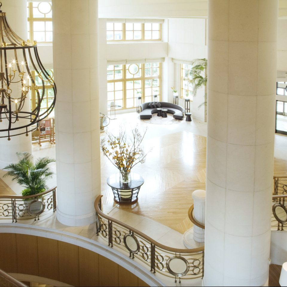 Lobby Lounge Resort property home living room lighting stairs flooring mansion baluster Bath tiled