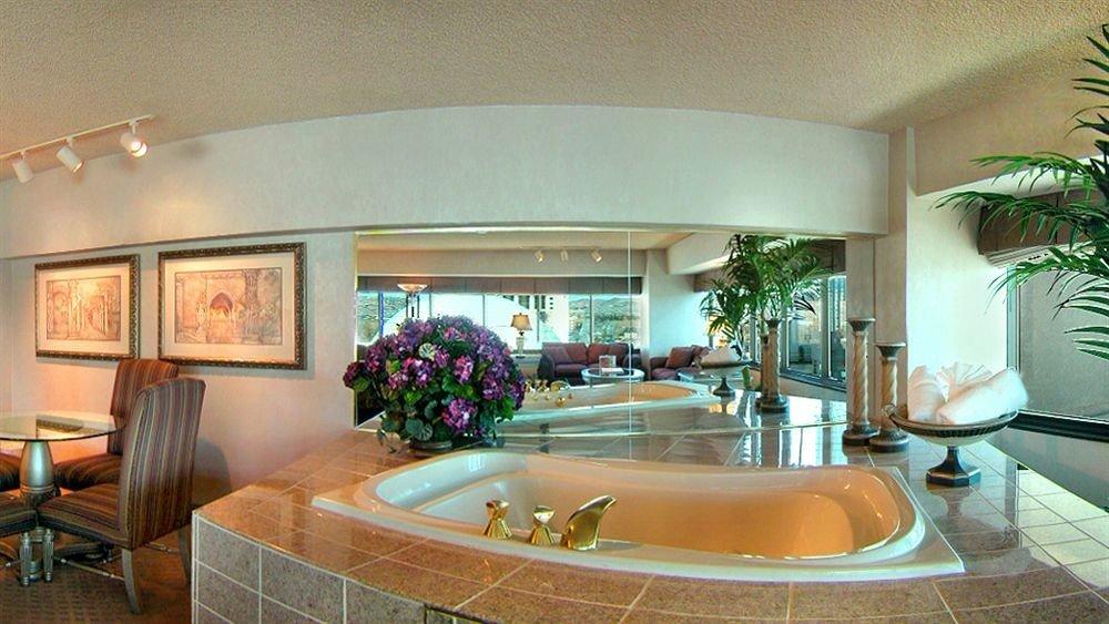 bathroom property swimming pool condominium home Villa sink Lobby mansion living room Suite tub Modern bathtub Bath dining table