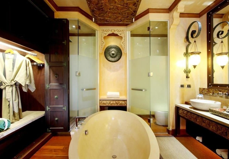 bathroom man made object Lobby sink mansion restaurant Suite tub Bath bathtub