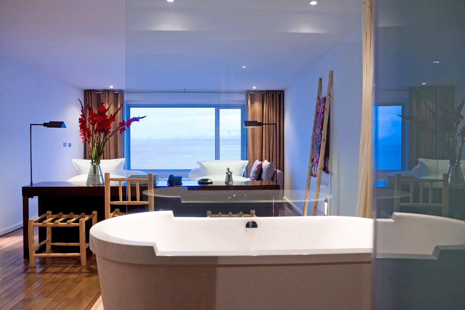 Bath Lodge Modern Scenic views Waterfront property Suite living room office tub bathtub