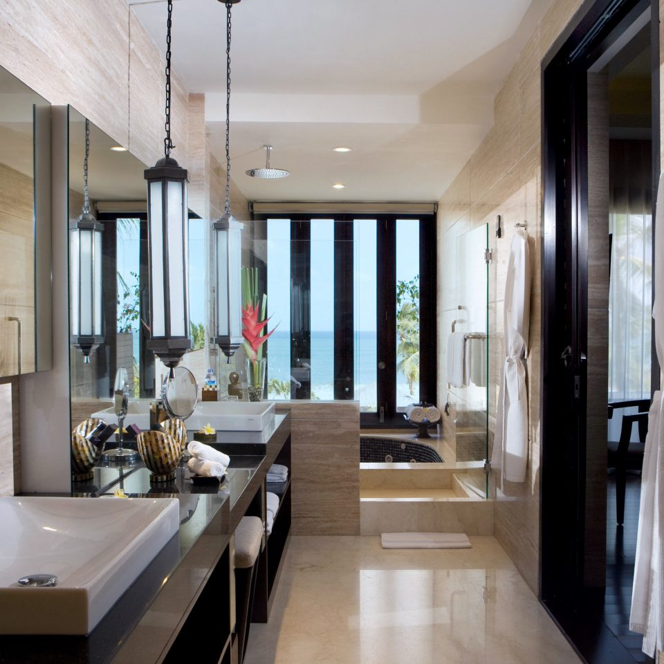 Bath Luxury Modern Romantic property building bathroom home mansion condominium Suite cottage