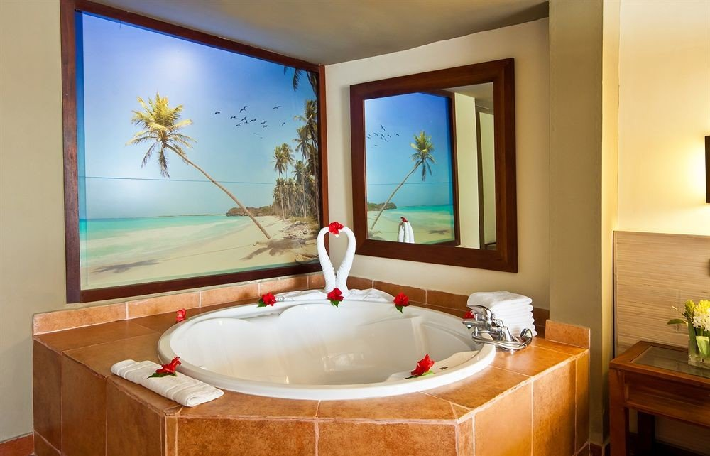 Bath Luxury Modern bathroom property Suite home bathtub swimming pool