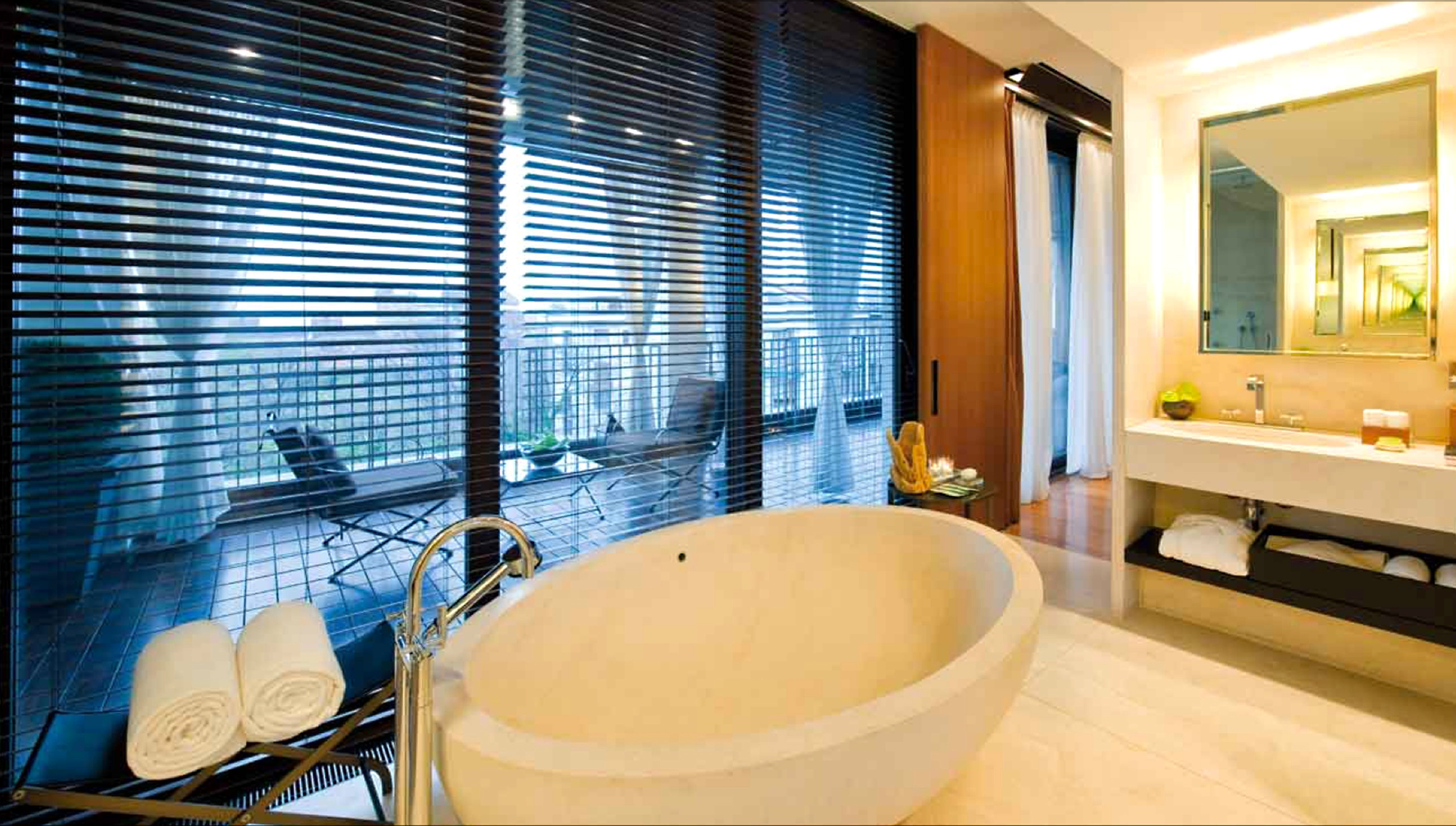 Bath Luxury Modern bathroom tub swimming pool property bathtub Suite sink tiled