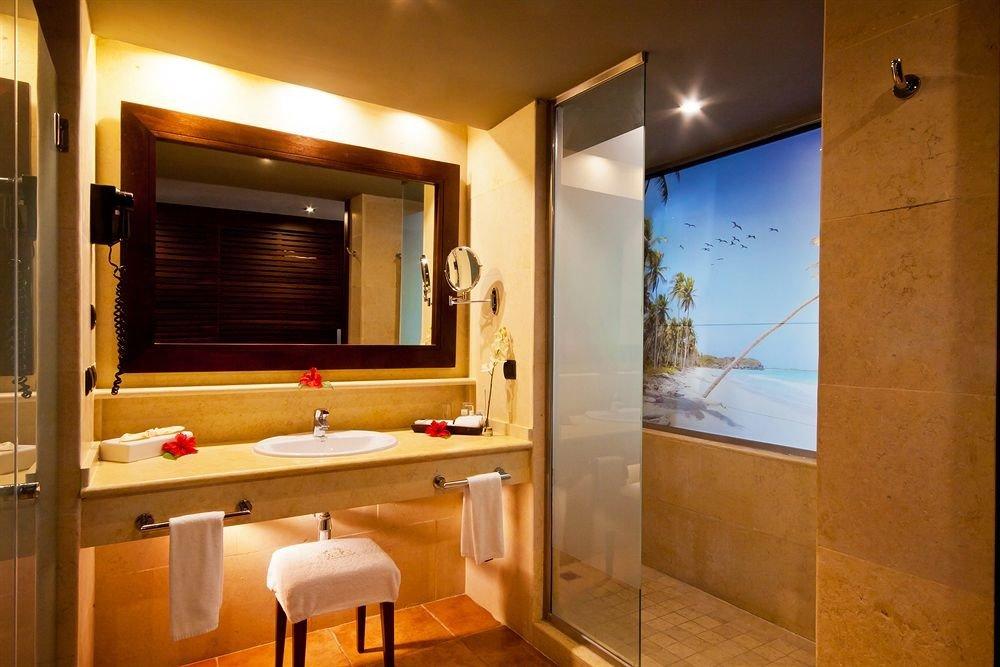 Bath Luxury Modern bathroom property Suite house home sink Villa cottage