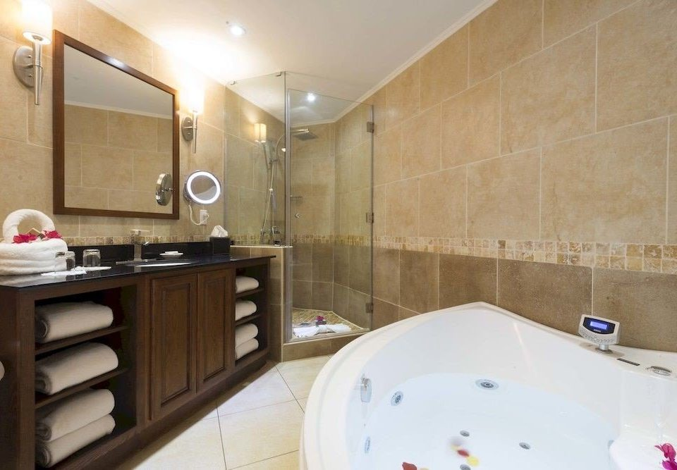 Bath Luxury Resort Romantic bathroom property swimming pool Suite bathtub cottage jacuzzi tile tan