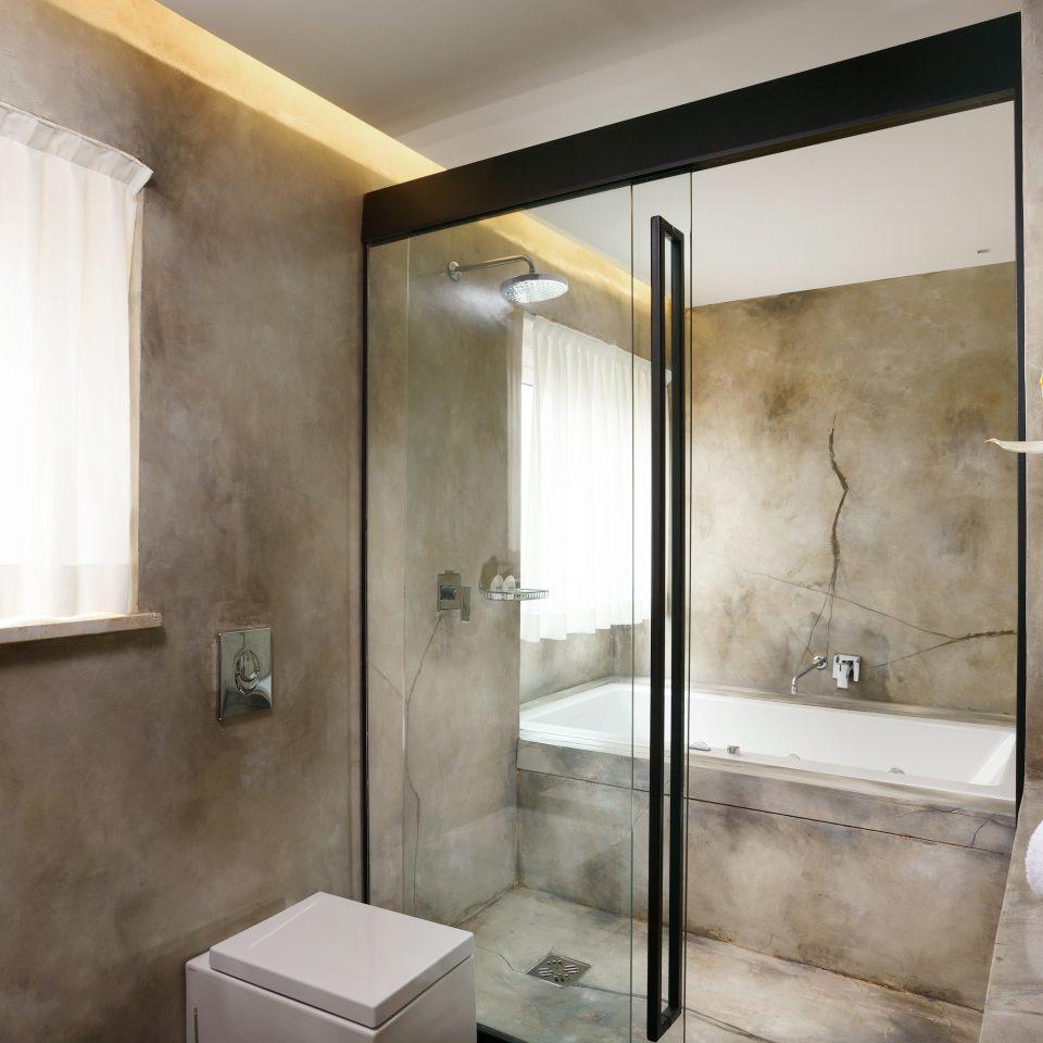 Bath Luxury bathroom property house home Suite plumbing fixture