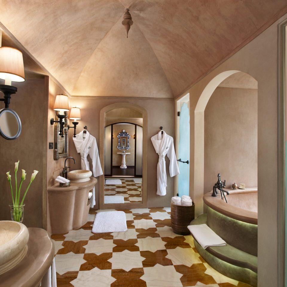 Bath Luxury bathroom property sink Suite towel home living room mansion cottage Villa tub