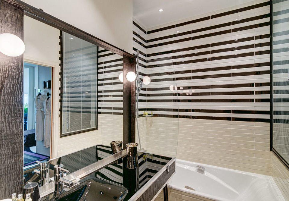 bathroom sink property counter condominium home daylighting tub bathtub Modern Bath clean