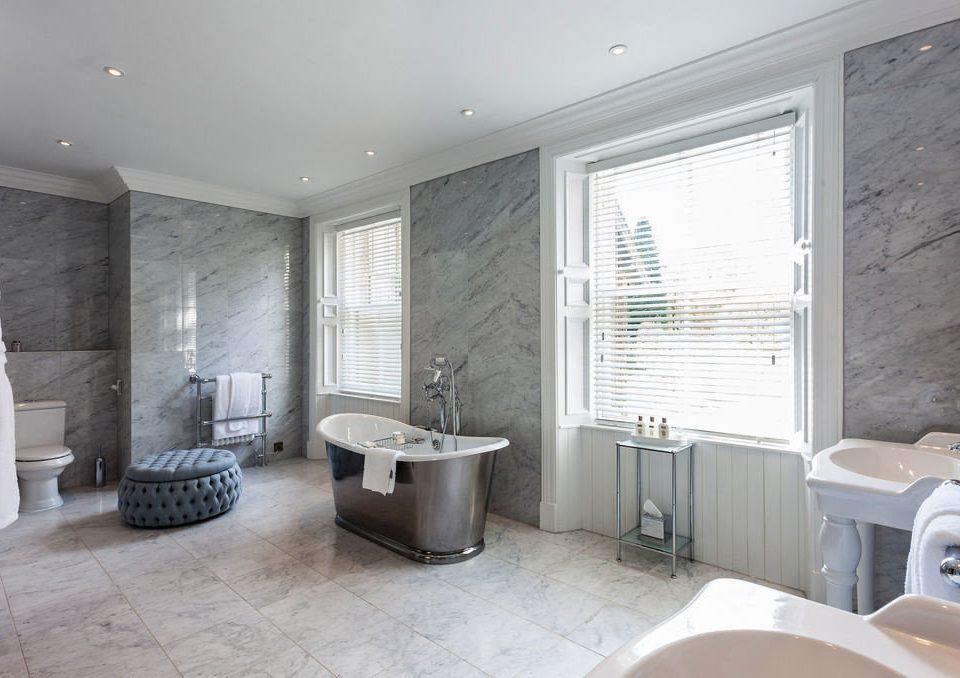 bathroom property home living room condominium flooring tub Modern bathtub tiled tile Bath