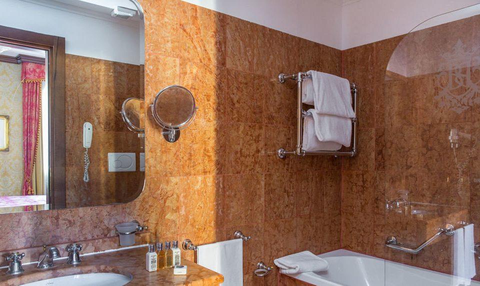 bathroom sink mirror property scene home cottage tile bathtub plumbing fixture double tub toilet tiled Modern Bath water basin