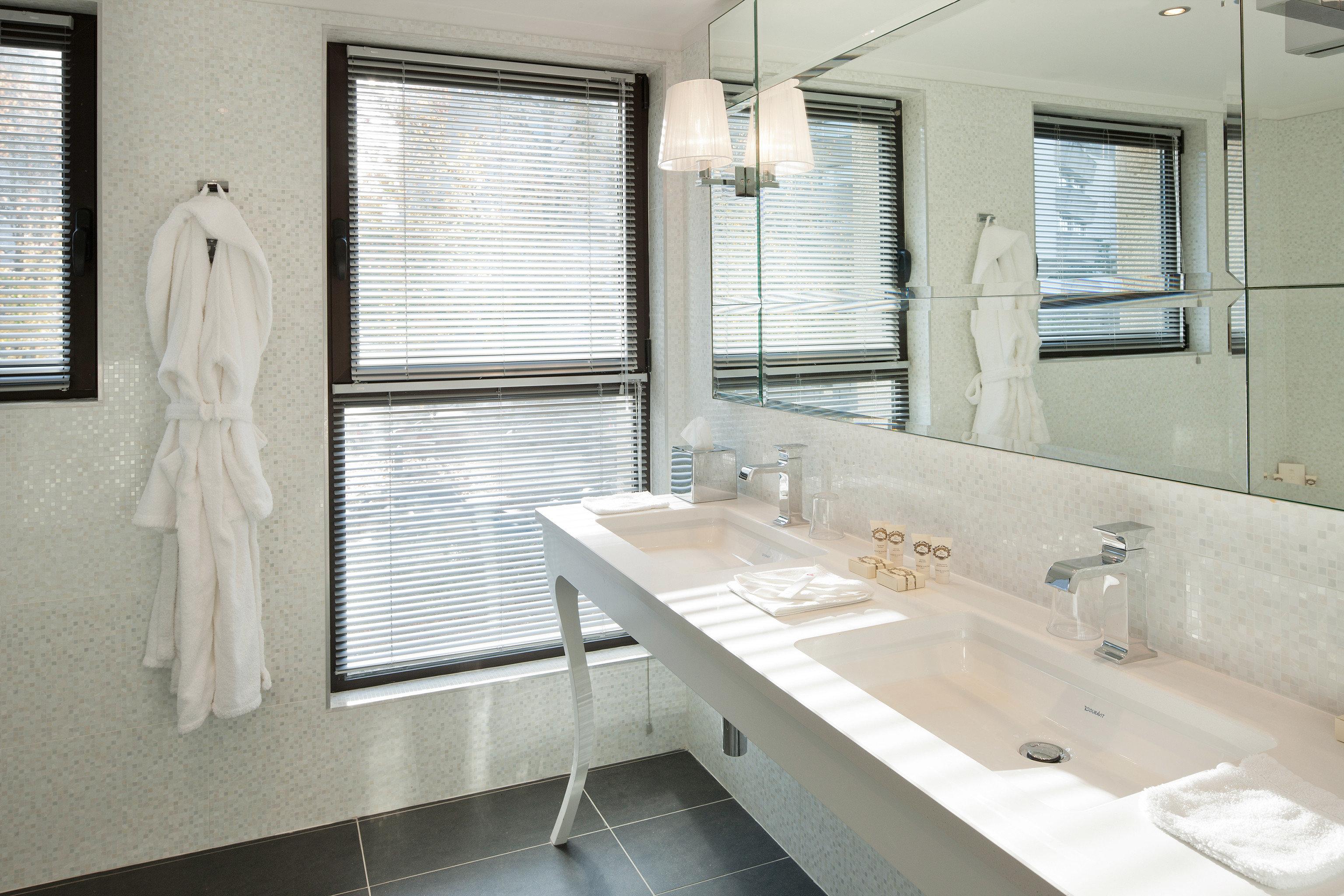Bath Modern Resort bathroom sink mirror property home white swimming pool toilet tub tile tiled bathtub