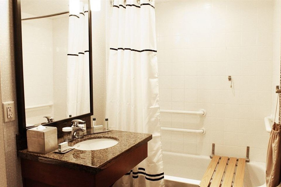 Bath Modern Resort bathroom sink mirror property Suite home cottage plumbing fixture