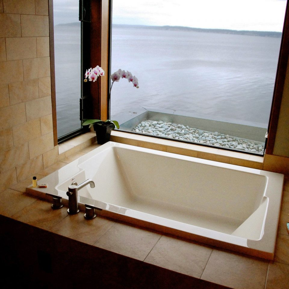 Bath Modern Scenic views bathroom house bathtub plumbing fixture home swimming pool sink Suite