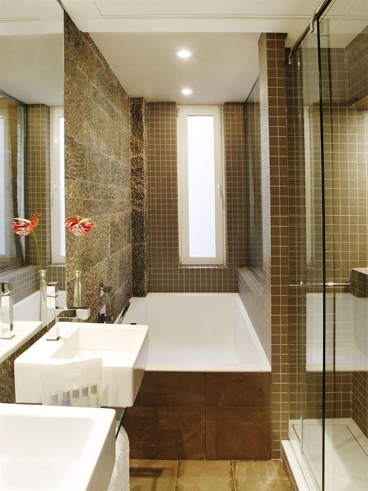 bathroom property toilet flooring sink Suite tile plumbing fixture bathtub tiled tub Modern Bath