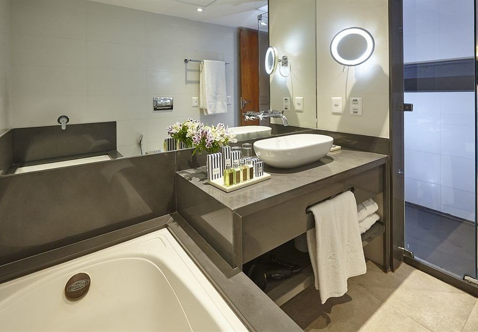 bathroom sink mirror property Suite home cottage Modern Bath tub