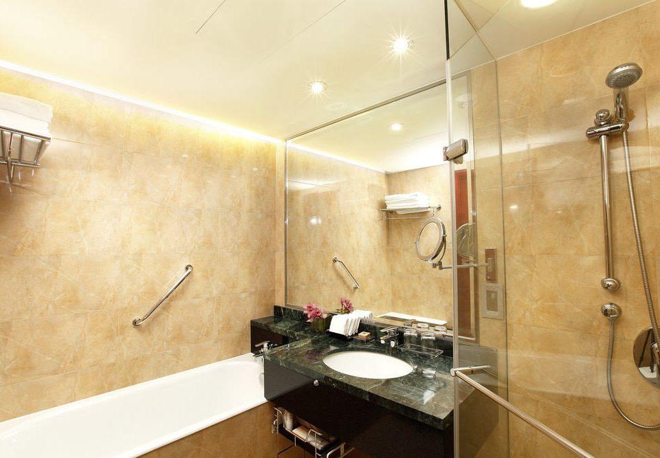 bathroom property sink toilet home Suite plumbing fixture Modern tile Bath