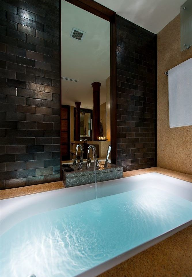 bathroom swimming pool property tub jacuzzi bathtub Suite Bath tiled tile Modern