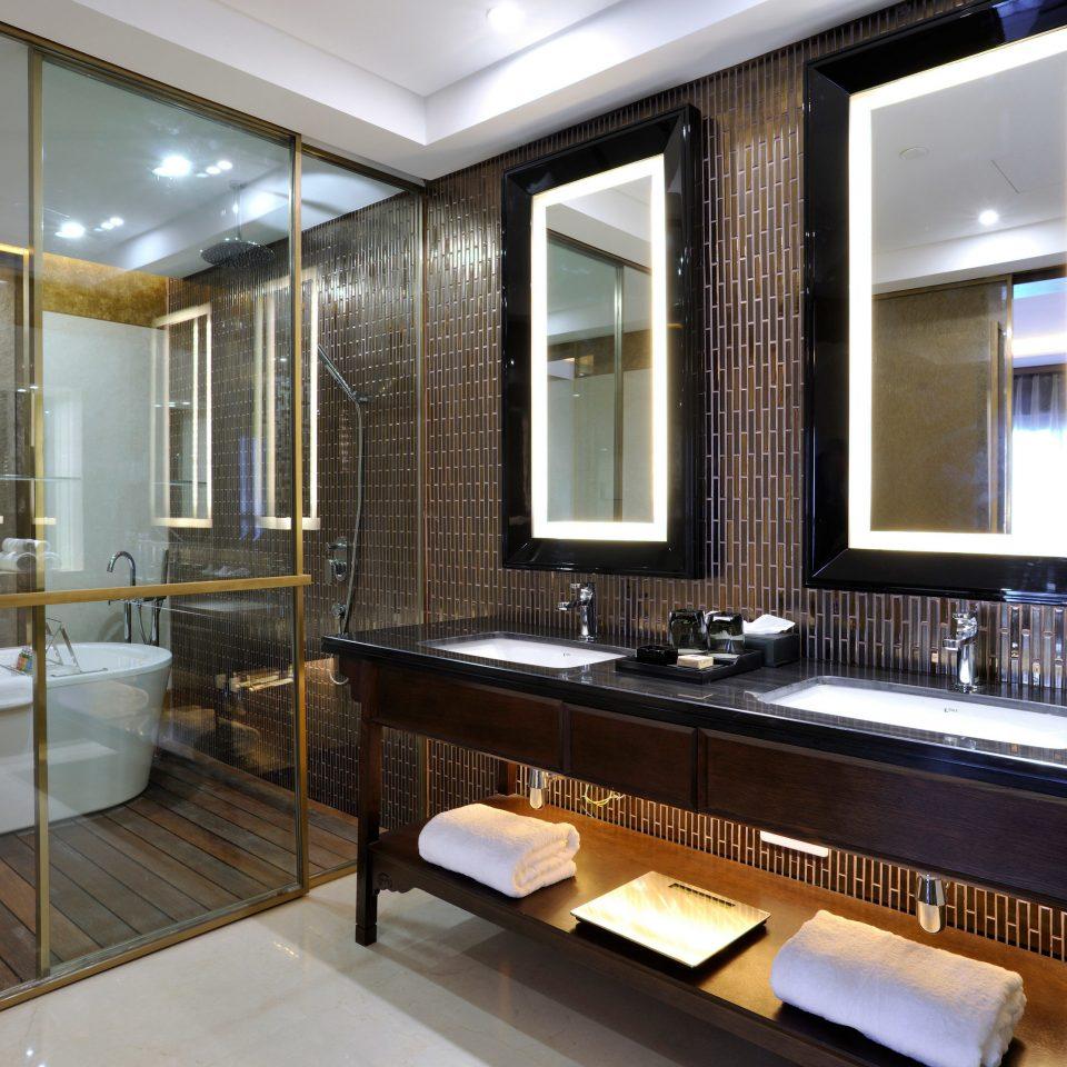 bathroom property sink home Suite condominium cabinetry Modern tub clean bathtub Bath