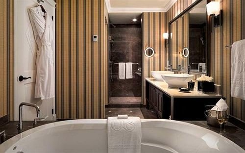 bathroom tub sink bathtub property Suite Bath home shower plumbing fixture toilet Modern tile