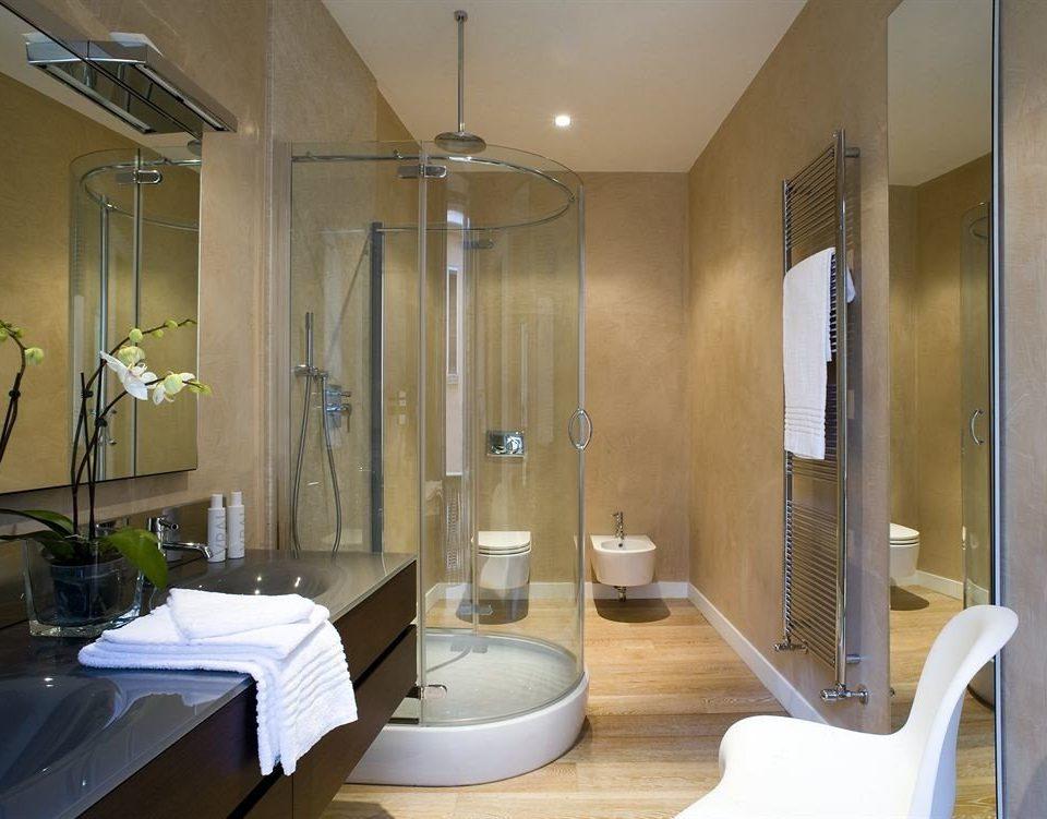 bathroom property Suite tub Modern Bath bathtub