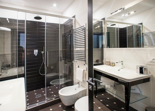 bathroom property condominium shower swimming pool Suite Modern tub tiled Bath