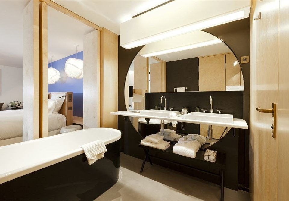 bathroom mirror sink property Suite yacht home condominium living room luxury yacht tub bathtub Modern Bath
