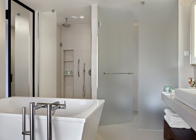 bathroom mirror property toilet plumbing fixture sink white bathtub bidet Suite tub clean Modern Bath