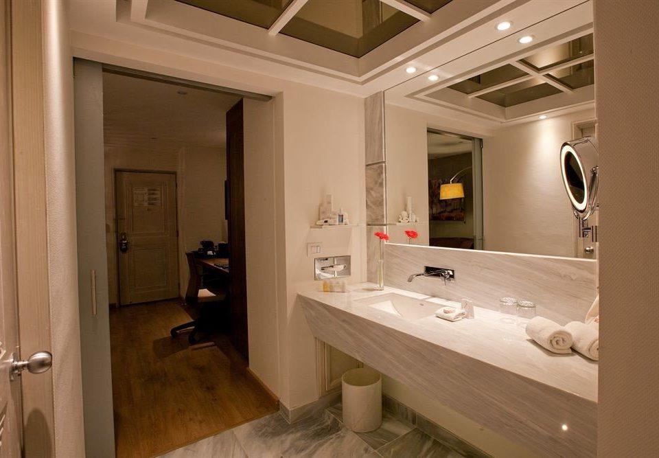 Bath Modern Tropical bathroom mirror property sink home Suite cottage