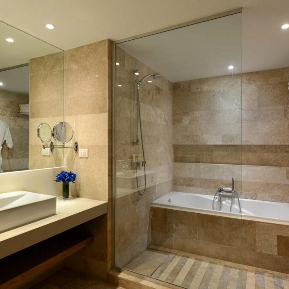 Bath Modern Waterfront bathroom mirror sink property plumbing fixture bathtub home tub