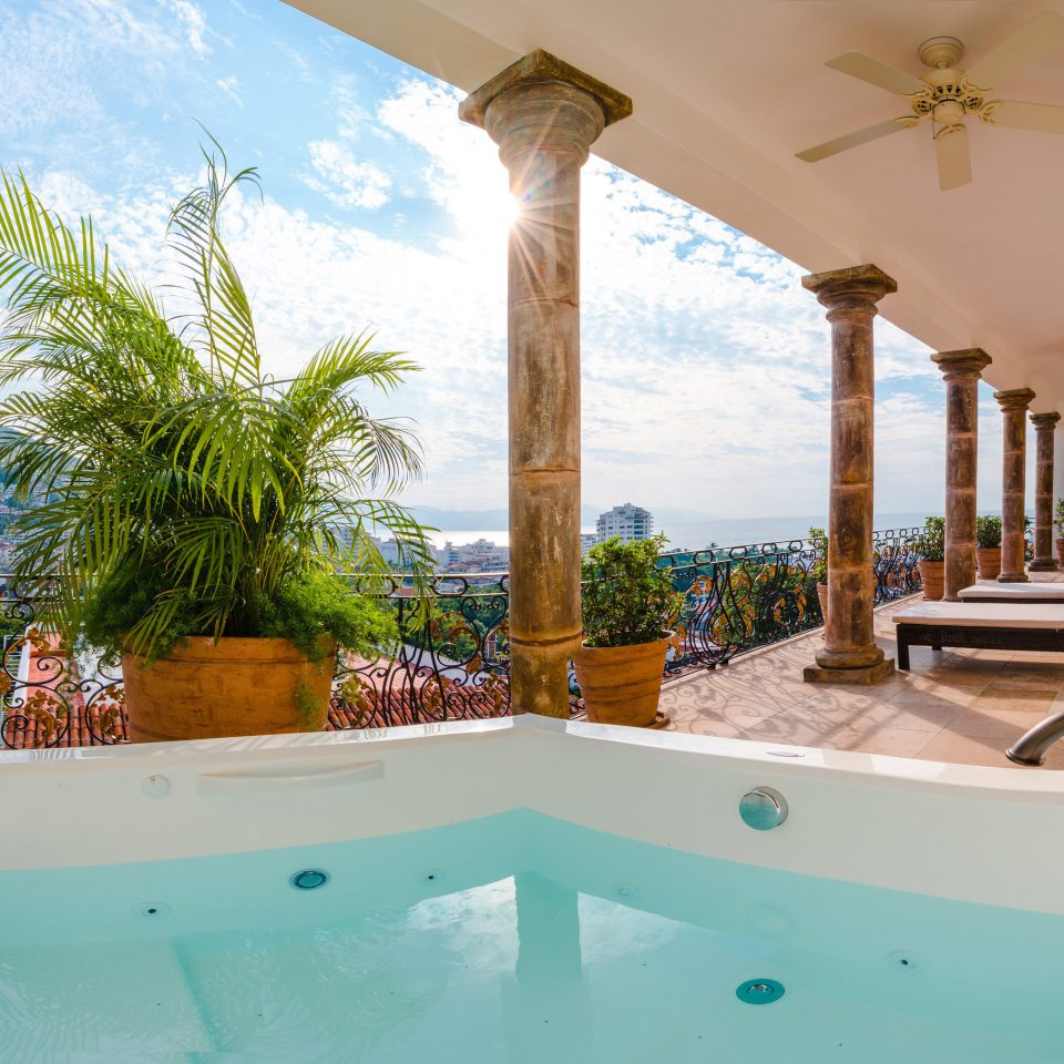 swimming pool property Villa house vessel bathtub home Resort jacuzzi cottage backyard tub Bath