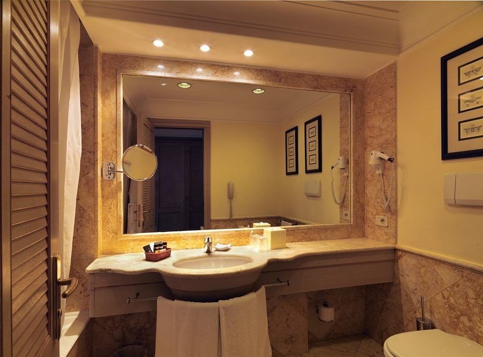 bathroom sink mirror property home house Suite cottage basement toilet tan Bath tub bathtub